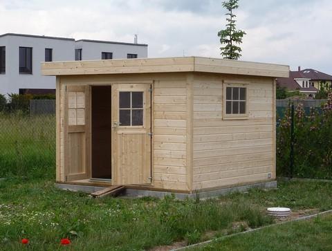 Podezděný dřevěný domek