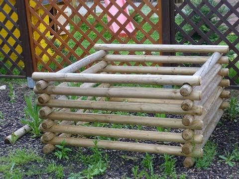 Menší kompostér